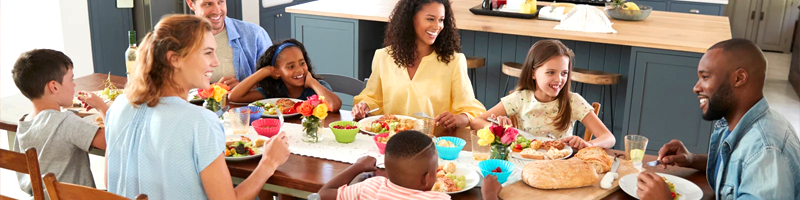 Kids and parents around table nutrition healthworks