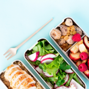 healthy school lunches packaged in containers