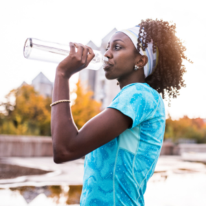 women drinking water during excercise hydrating her body